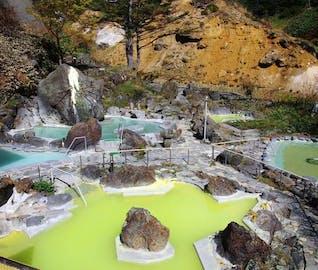解放露天でいただく、超濃厚な硫黄泉!雄大な自然に癒やされる万座の旅