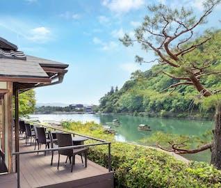 風光明媚な嵐山で過ごす、特別な日の京都旅行